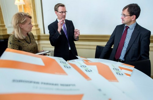 Raportin julkaisutilaisuudessa Euroopan parhaista esimerkeistä olivat keskustelemassa Eurooppa- ja ulkomaankauppaministeri Lenita Toivakka, toimittaja Raine Tiessalo sekä ETLAn toimitusjohtaja Vesa Vihriälä.