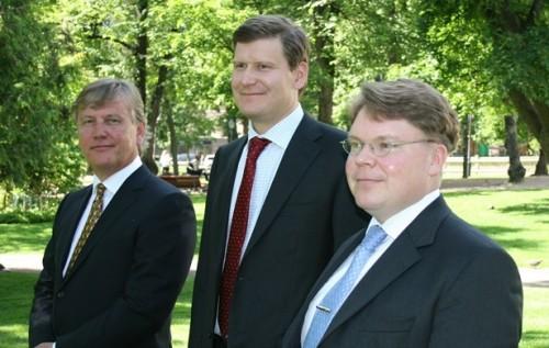 Kuvassa EVAn kuntaryhmän jäsenet Bo-Erik Ekström (vas.), Ilkka Haavisto ja Mika Pohjonen.