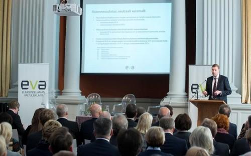 Janne Juusela esitteli neutraalin veromallin.