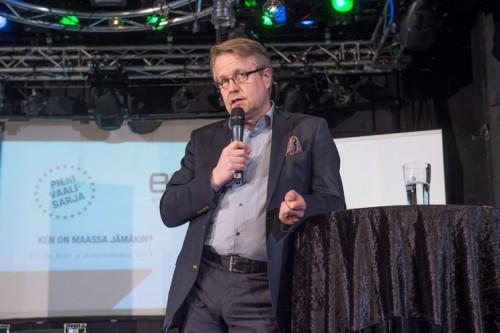 Kuvassa EVAn johtaja Matti Apunen.