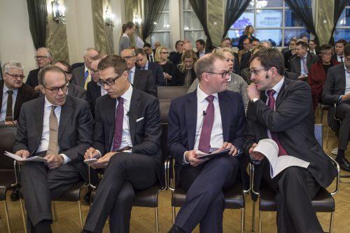 Analyysi julkaistiin Rake-salissa 25.11. Kuvassa EVAn hallituksen puheenjohtaja Jorma Ollila (vas.), kansanedustaja Alexander Stubb, EK:n johtaja Taneli Lahti sekä Etlan toimitusjohtaja Vesa Vihriälä.